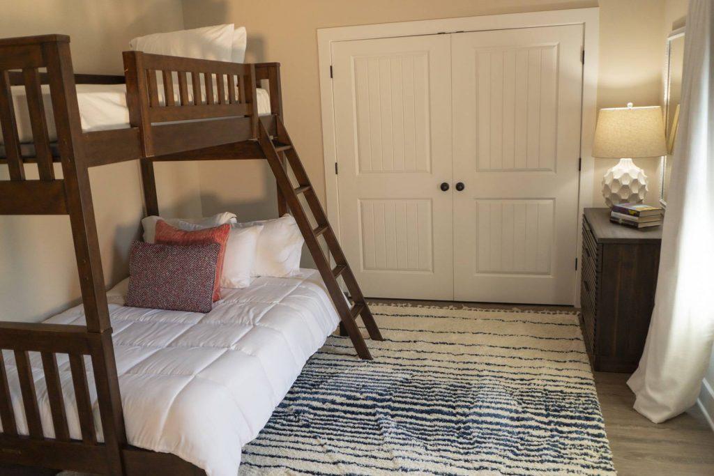 Full / Twin bunks